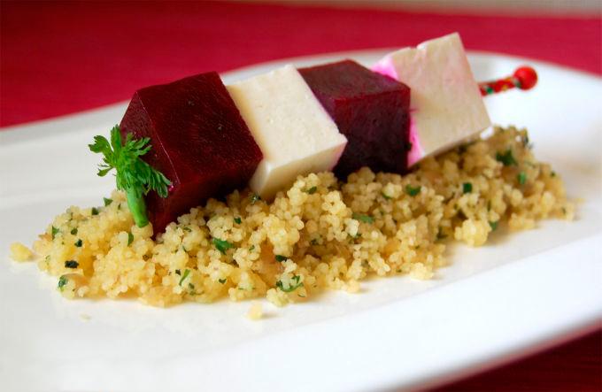 Cuscús de anchoas con remolacha y queso feta